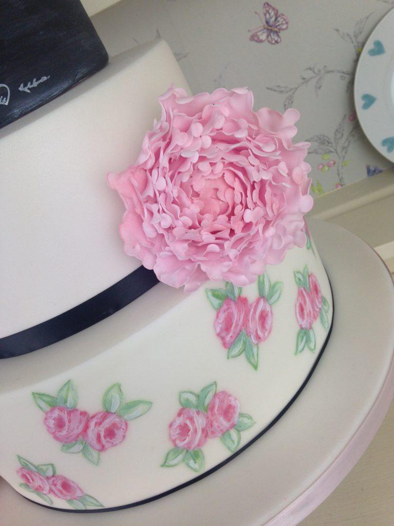 Pink painted roses wedding ake